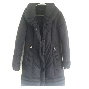 Adorable Tahari navy down coat